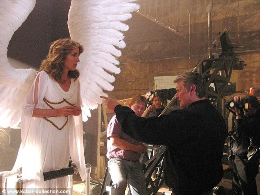 235493E200000578-2846306-Mike_Nichols_directs_Emma_Thompson_in_TV_mini_series_Angels_In_A-21_1416761362334